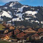 village à flanc de montagne